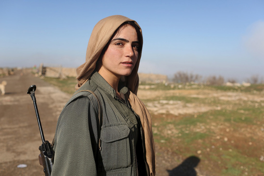 kurdish-women-fighting