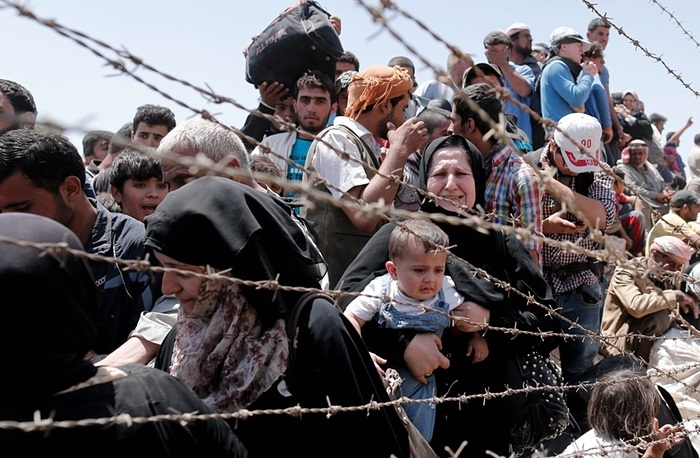 syrian-refugees-wire-crying