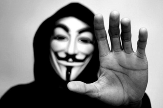 anonymous-amenazo-en-una-grabacion-a-personal-de-tienda-por-maltrato-animal