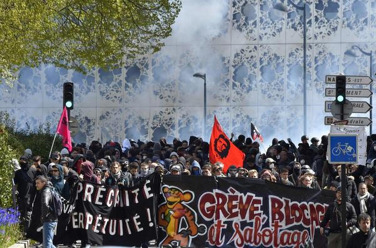 violent-riots--french-protests